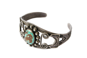 <img class='new_mark_img1' src='//img.shop-pro.jp/img/new/icons5.gif' style='border:none;display:inline;margin:0px;padding:0px;width:auto;' />Wire Work Turquoise Bracelet (VIJ22)