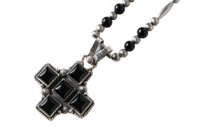 <img class='new_mark_img1' src='//img.shop-pro.jp/img/new/icons5.gif' style='border:none;display:inline;margin:0px;padding:0px;width:auto;' />Jeffrey・Mutte/CROSS TOP BEADS NECKLACE W/ ONYX (SJ35)