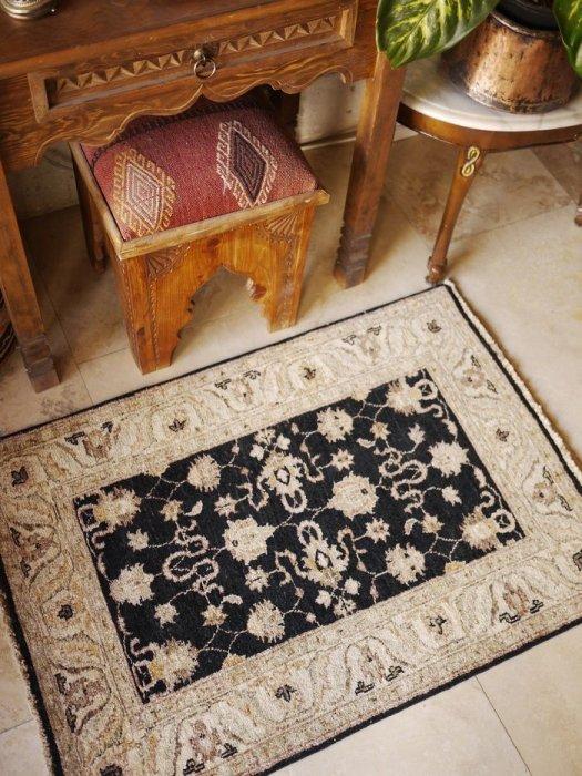 新しい絨毯 ウシャク 小さいサイズ 約103×75