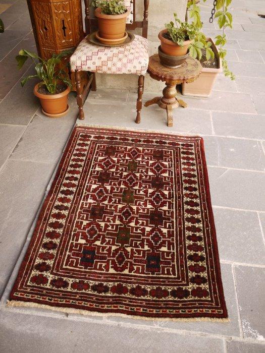 オールド絨毯 安定のトルクメン   約118×86