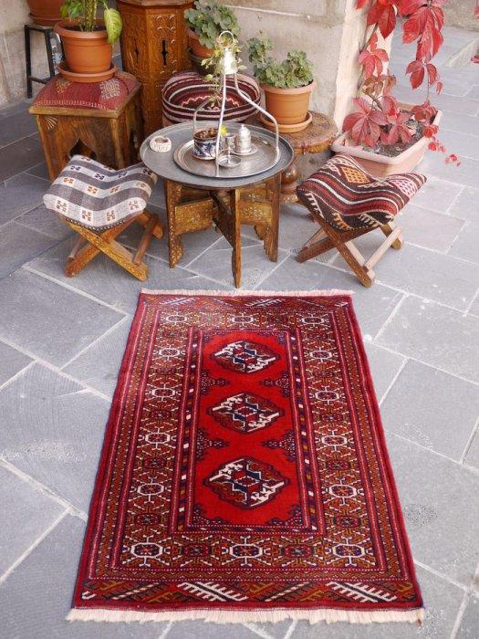 オールド絨毯 真っ赤なトルクメン  約105×73
