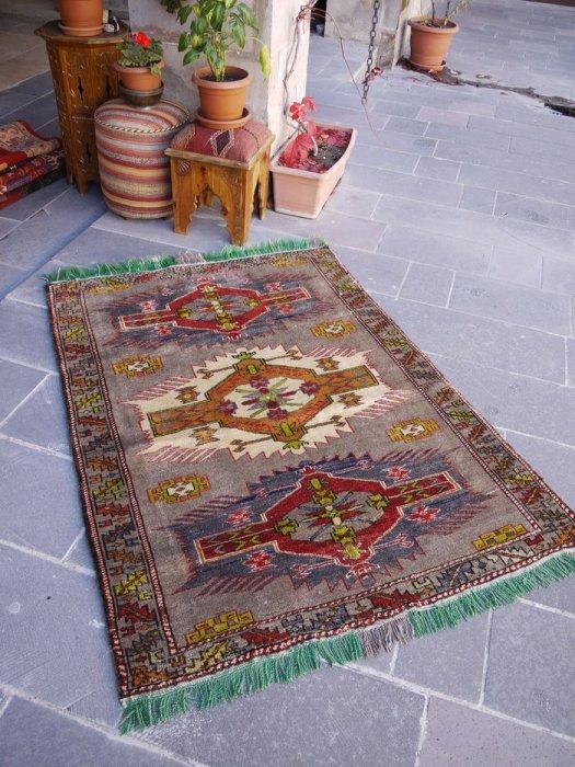 オールド絨毯 個性的なカルス 約171×133