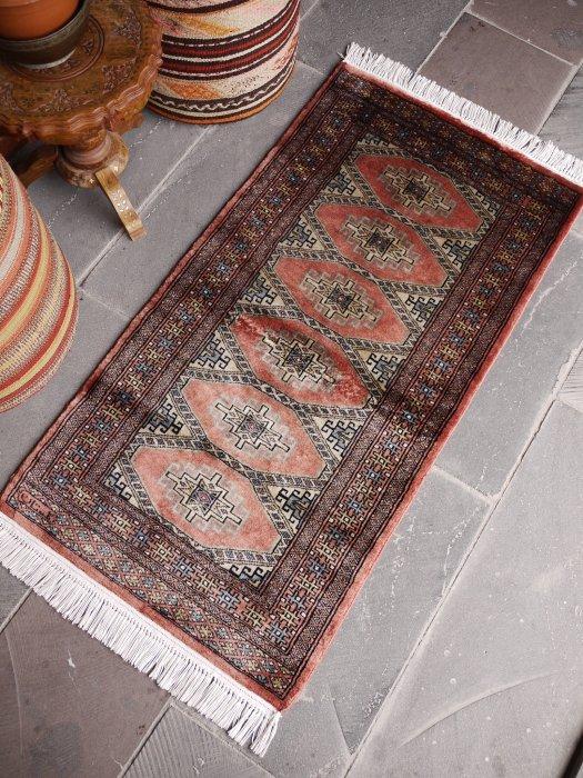 オールド絨毯 シルクのような輝き!ミニミニランナーパキスタンブハラ  約126×65