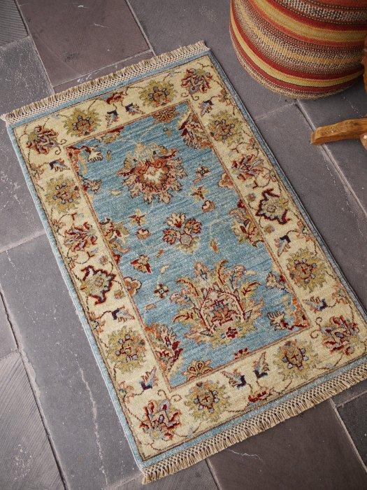 新しい絨毯 ウシャク 美しいライトブルー 小さいサイズ 約97×64