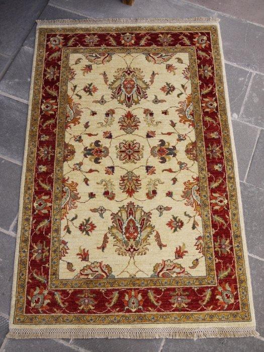 新しい絨毯 豪華なウシャク 約156×104