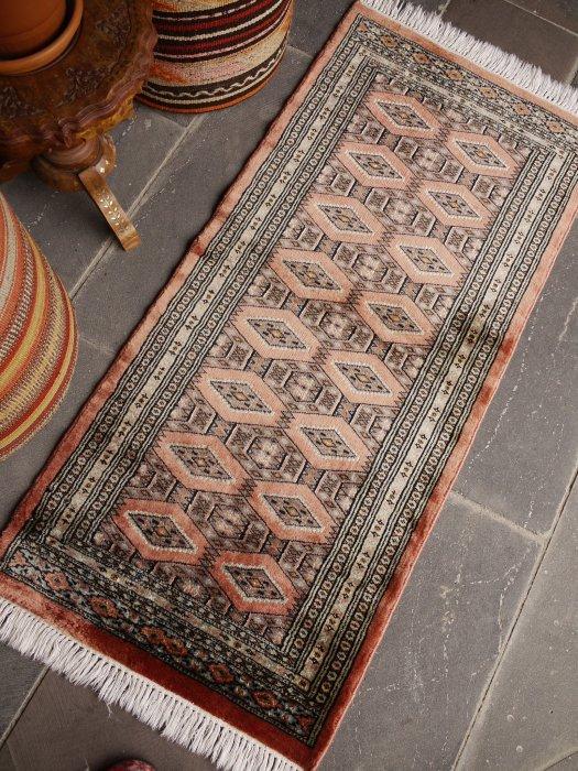 オールド絨毯 シルクのような輝き!ミニミニランナーパキスタンブハラ  約133×61