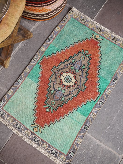ヴィンテージ加工ラグ 小さいサイズ 約89×55