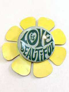 <img class='new_mark_img1' src='https://img.shop-pro.jp/img/new/icons44.gif' style='border:none;display:inline;margin:0px;padding:0px;width:auto;' />1970's pinback button decorated by flower pattern