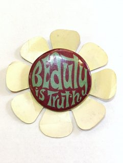 <img class='new_mark_img1' src='https://img.shop-pro.jp/img/new/icons2.gif' style='border:none;display:inline;margin:0px;padding:0px;width:auto;' />1970's pinback button decorated by flower pattern