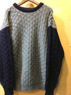 <img class='new_mark_img1' src='https://img.shop-pro.jp/img/new/icons2.gif' style='border:none;display:inline;margin:0px;padding:0px;width:auto;' />2 tone sweater by