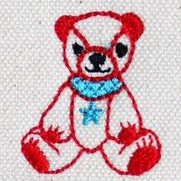 クマのぬいぐるみと星のペンダント