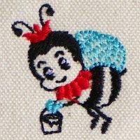 蜜をはこぶミツバチ