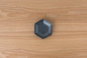 六角小皿   黒鉄砂