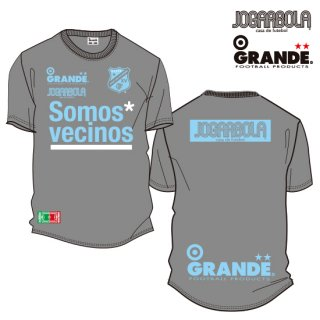 """<img class='new_mark_img1' src='https://img.shop-pro.jp/img/new/icons8.gif' style='border:none;display:inline;margin:0px;padding:0px;width:auto;' />JOGARBOLA×GRANDE """"Somos* vecinos"""" DRY MESH T-Shirts - GRY/SAX"""