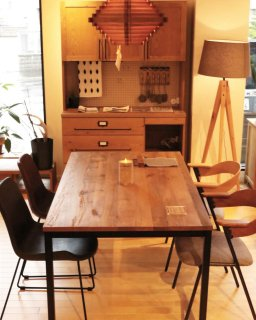 TANK TABLE 1800の画像