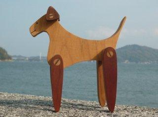 耳と足の動く犬