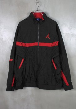 <img class='new_mark_img1' src='https://img.shop-pro.jp/img/new/icons20.gif' style='border:none;display:inline;margin:0px;padding:0px;width:auto;' />NIKE<br>AJ5 VAULT JACKET<br>[中古A]