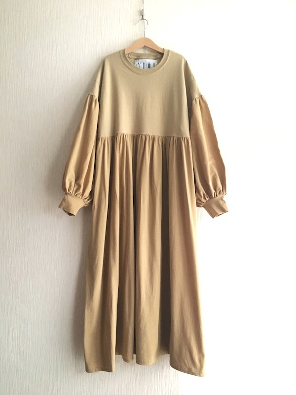 Balloon Sleeve Loose Dress / バルーンスリーブルーズワンピース (Camel)
