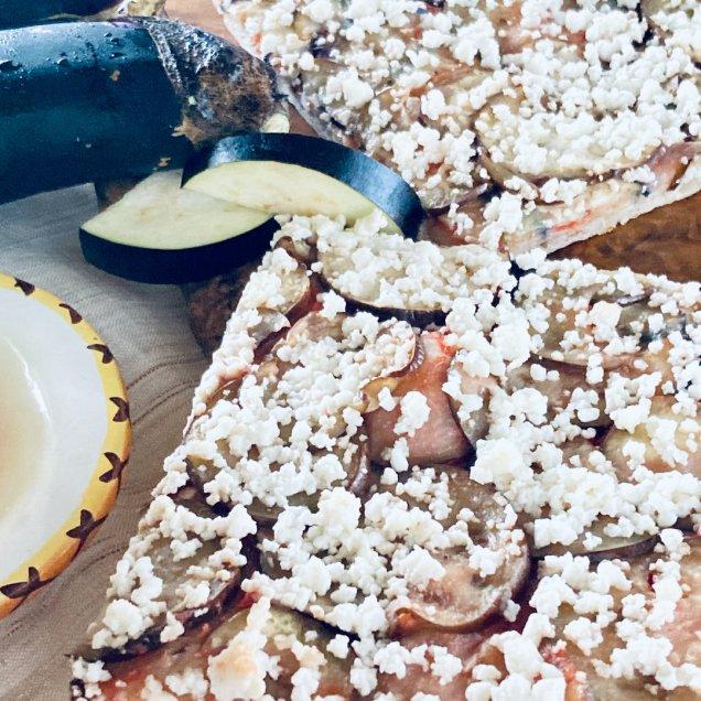 有機野菜の手作り天然酵母ピザ<綾ナス>
