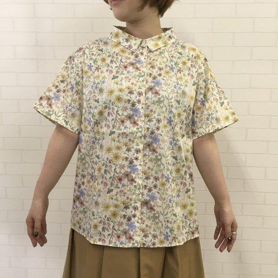 Parkes - 小さい衿 背中ギャザーの5分袖シャツ(リバティコレクション)