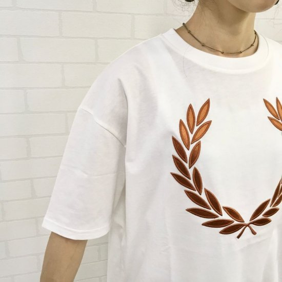 FRED PERRY - LAUREL WREATH T-SHIRT(G9132)