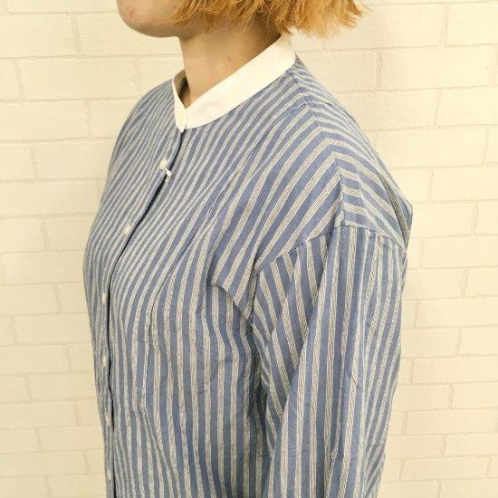 Parkes - ワッシャーストライプ クレリックスタンドカラーシャツ