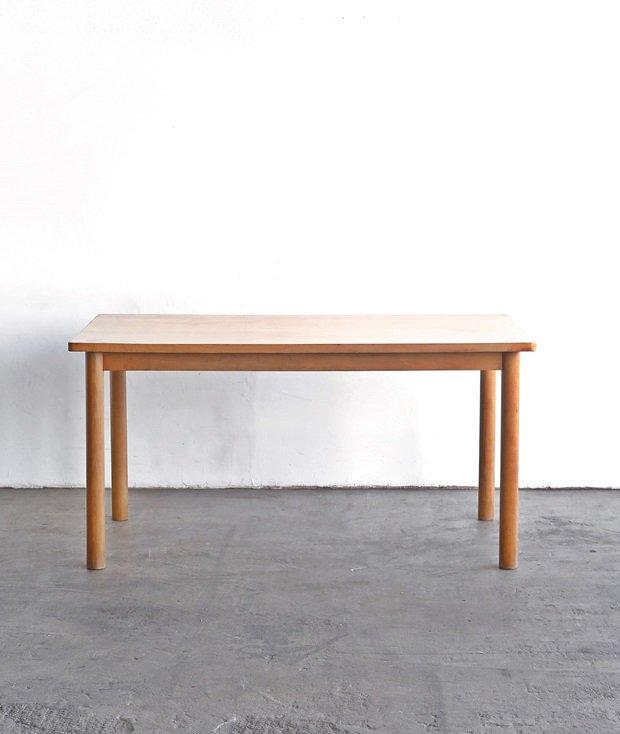 table / Pierre Gautier-Delaye[AY]