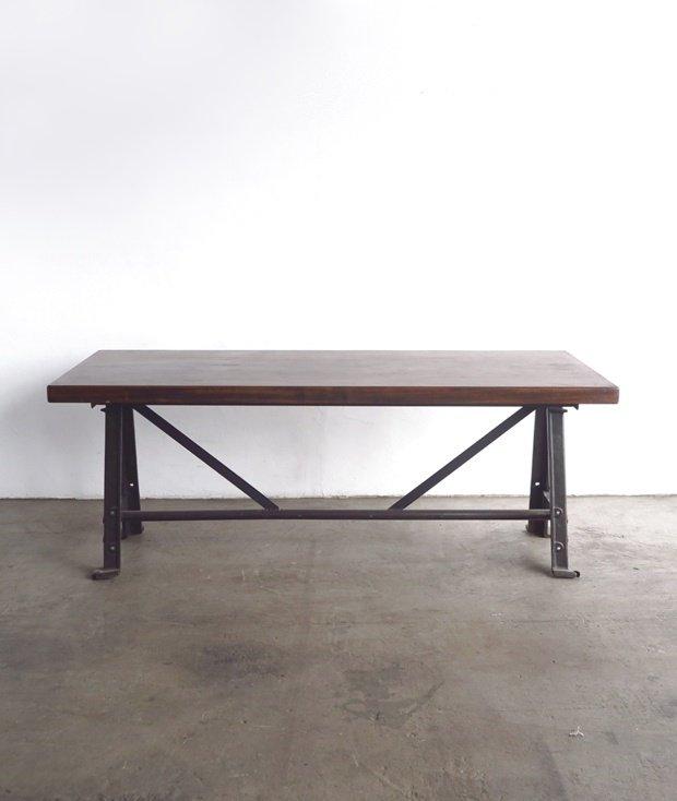 メタルレッグテーブル