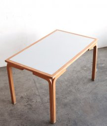 table / Magnus olesen[LY]