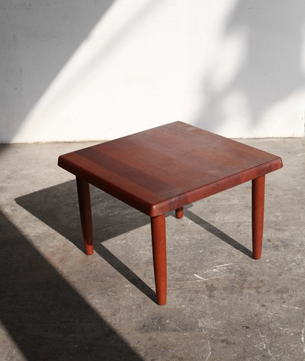 coffee table / Niels bach[LY]