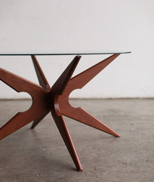 Glasstop table [LY]