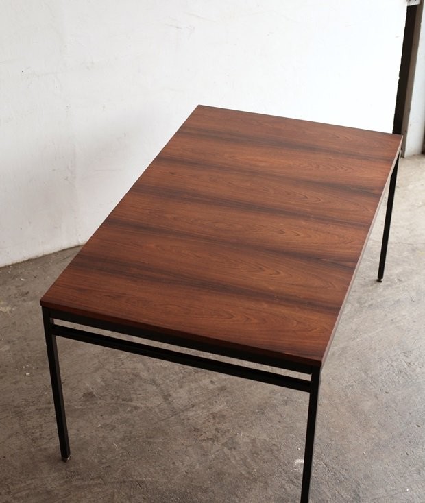 table / Louigi Bartolini[LY]