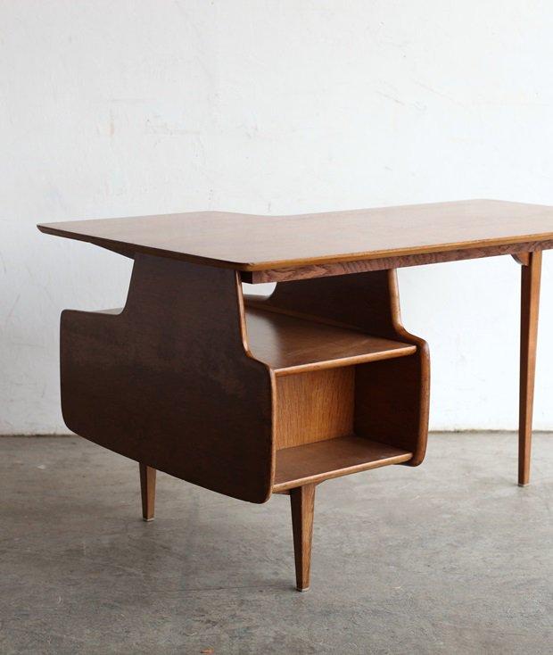 desk / Jacques Hauville[AY]