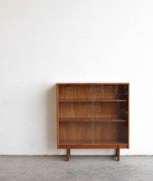 glass cabinet / turnidge[LY]