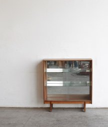 glass cabinet / turnidge[LY]
