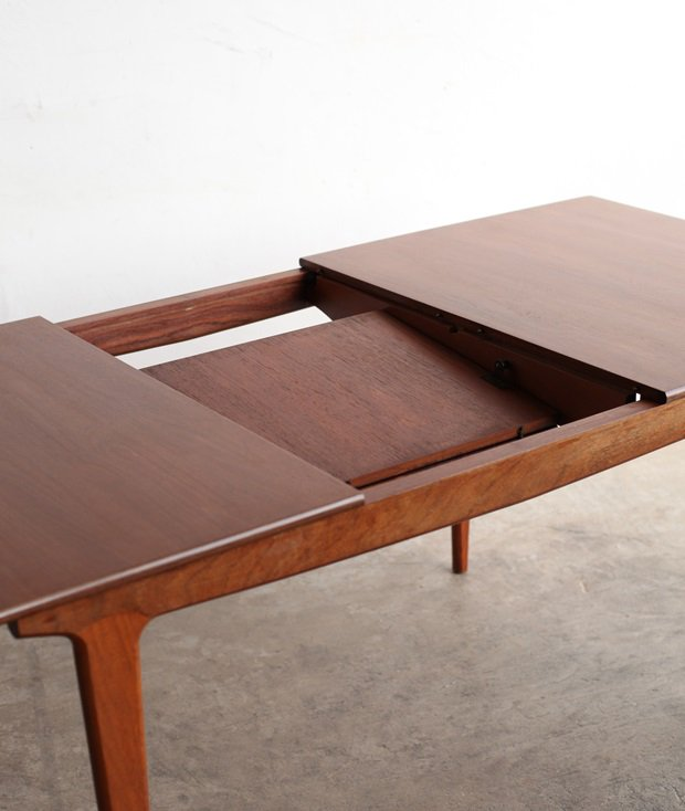 extension table / younger