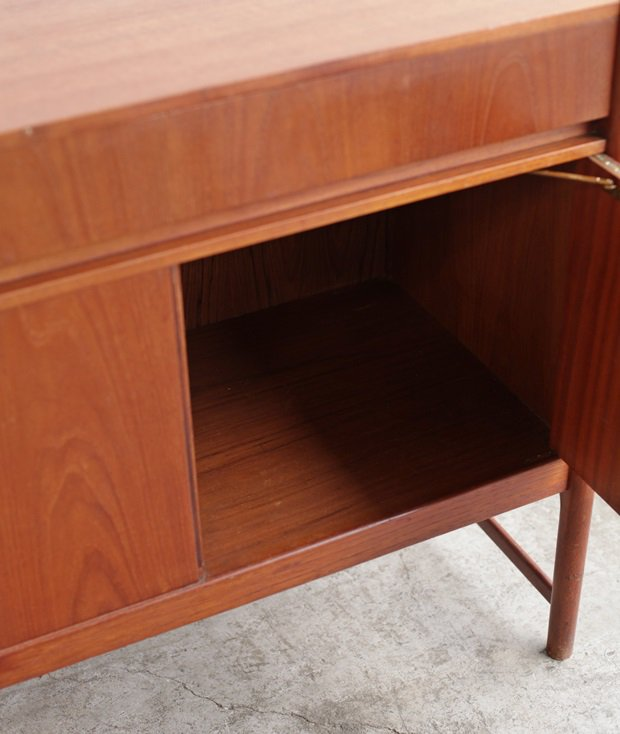 sideboard / McINTOSH