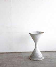 planter pot / Willy Guhl