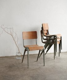 school chair / Esavian