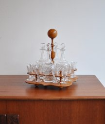 Decanter set with tray