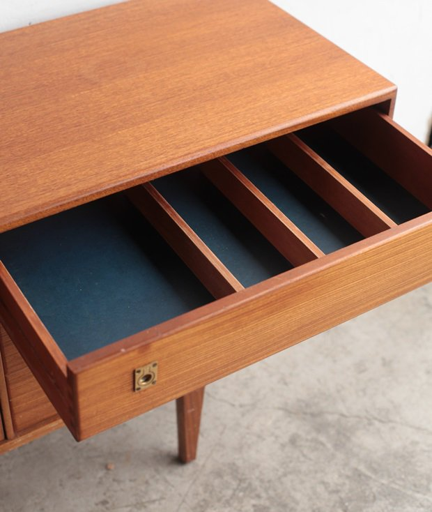 Sideboard / younger [LY]