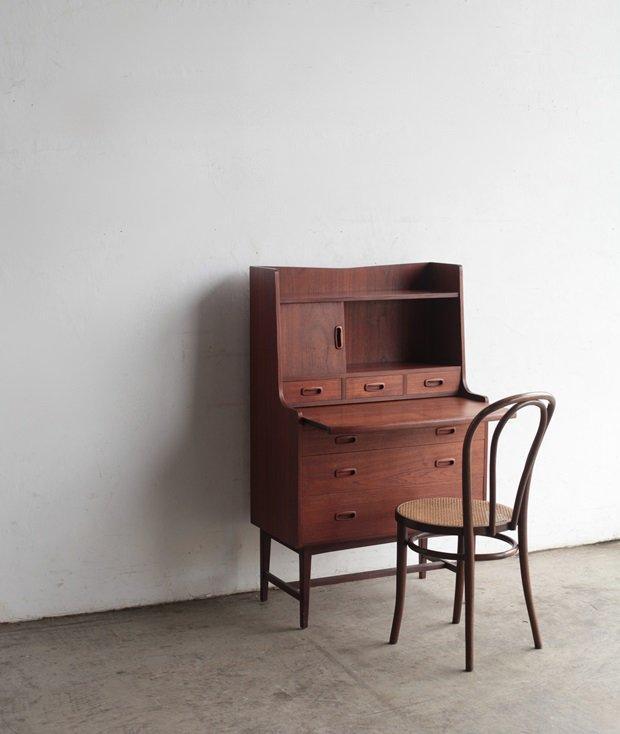 Bureau[LY]