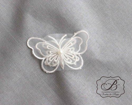 パール付き 蝶のモチーフ