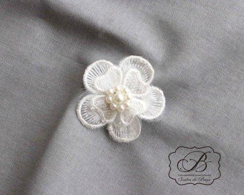 パール付き お花のモチーフ