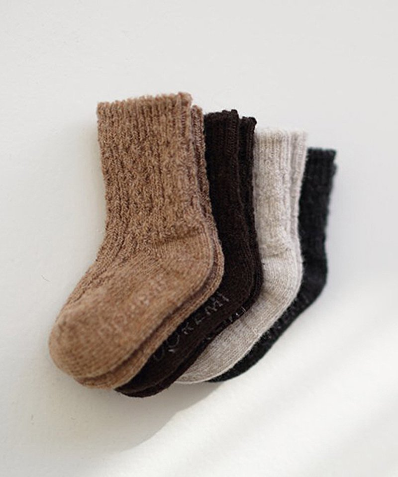 <img class='new_mark_img1' src='https://img.shop-pro.jp/img/new/icons13.gif' style='border:none;display:inline;margin:0px;padding:0px;width:auto;' />cable socks ☆
