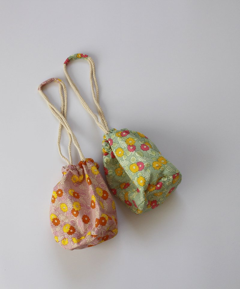 <img class='new_mark_img1' src='https://img.shop-pro.jp/img/new/icons20.gif' style='border:none;display:inline;margin:0px;padding:0px;width:auto;' />【20%OFF】flower pouch