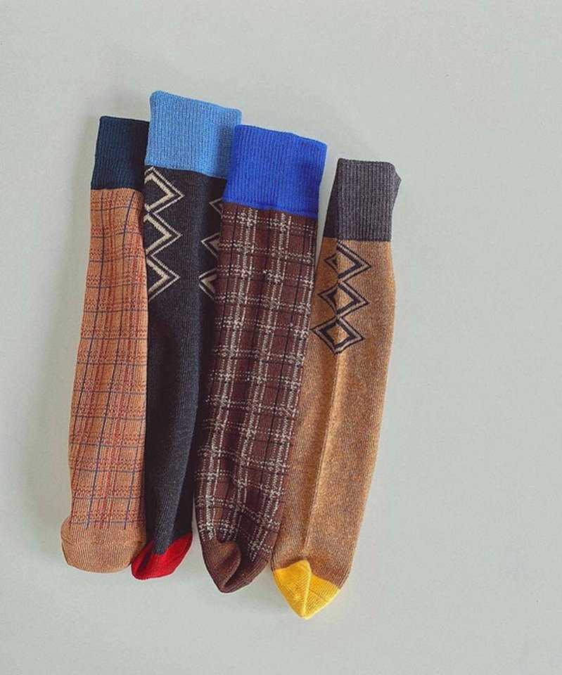 <img class='new_mark_img1' src='https://img.shop-pro.jp/img/new/icons13.gif' style='border:none;display:inline;margin:0px;padding:0px;width:auto;' />Modern knee socks 2-piece set
