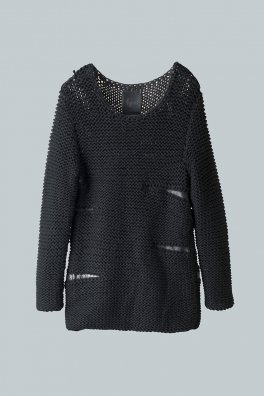 <img class='new_mark_img1' src='https://img.shop-pro.jp/img/new/icons8.gif' style='border:none;display:inline;margin:0px;padding:0px;width:auto;' />Fagassent KT2 Hand Knit Sweater with Kip Leather