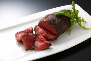 紅麹味と赤ワイン味の2種類のローストビーフ  180g×2