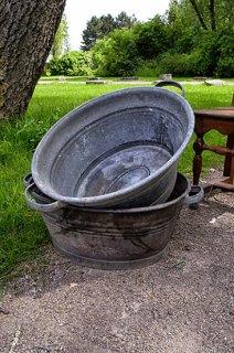 馴染むラスティックなバケツ-zinc bucket